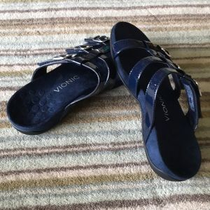 Like new Vionic navy blue sandals size 8 USA